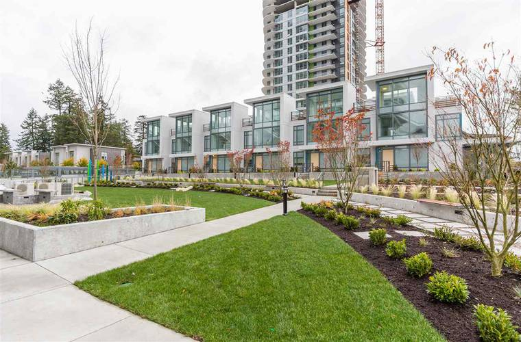 2 Bedrooms Apartment for Rent in Park, 4900 Lennox Lane, Burnaby, BC - 1