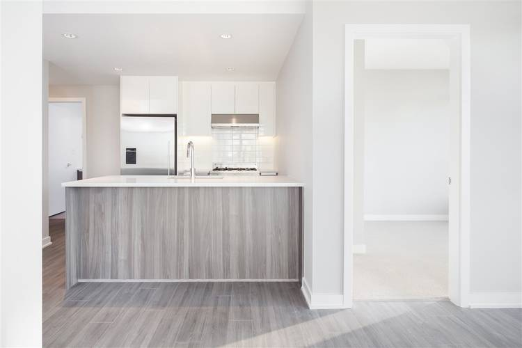 2 Bedrooms Apartment for Rent in Park, 4900 Lennox Lane, Burnaby, BC - 9