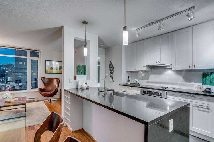 2 Bedrooms Apartment for Rent in The Beasley, 888 Homer Street, Vancouver, BC - 5