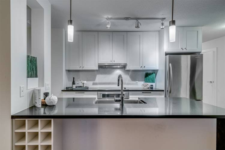 2 Bedrooms Apartment for Rent in The Beasley, 888 Homer Street, Vancouver, BC - 2