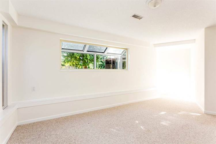 4 Bedrooms House for Rent in 1180 Chartwell Dr, West Vancouver, BC - 8