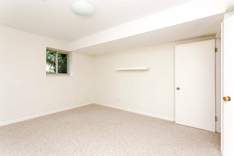 4 Bedrooms House for Rent in 1180 Chartwell Dr, West Vancouver, BC - 9