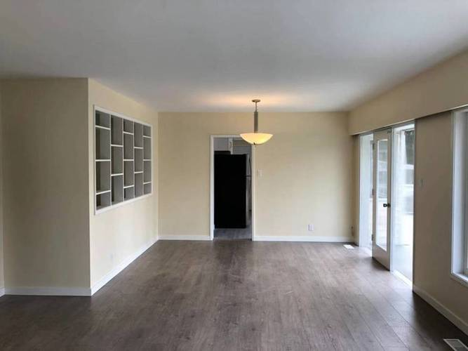 4 Bedrooms House for Rent in  Montroyal Blvd and Marineview Cr, North Vancouver, BC - 12