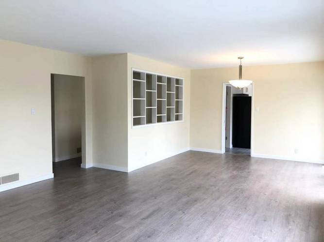 4 Bedrooms House for Rent in  Montroyal Blvd and Marineview Cr, North Vancouver, BC - 6