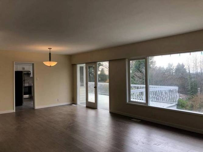 4 Bedrooms House for Rent in  Montroyal Blvd and Marineview Cr, North Vancouver, BC - 7