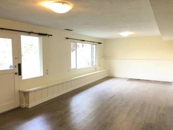 4 Bedrooms House for Rent in  Montroyal Blvd and Marineview Cr, North Vancouver, BC - 11