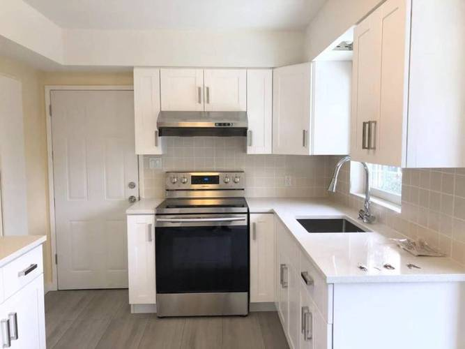 4 Bedrooms House for Rent in  Montroyal Blvd and Marineview Cr, North Vancouver, BC - 14